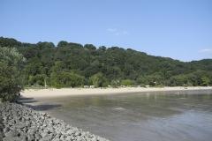 Vom Strand wirkt das ElbeCamp ruhig
