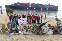 Grupppenfoto Müllskulptur_NAJU Hamburg